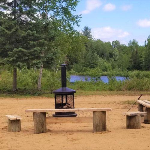 chalet, foyer extérieur, bord de l'eau, vue sur le lac