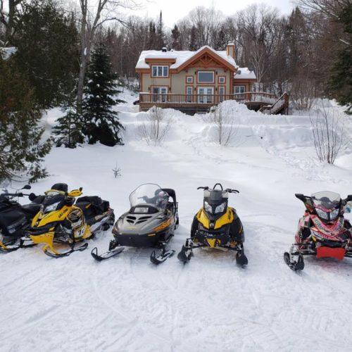 Chalet, motoneige, hiver