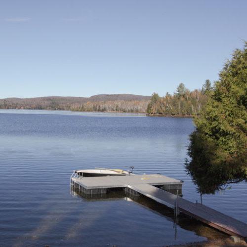 lac, quai, chalet, bord de l'eau, vue sur le lac
