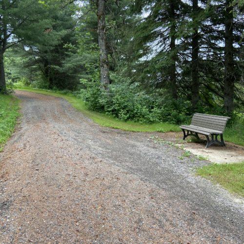 Sentier et banc