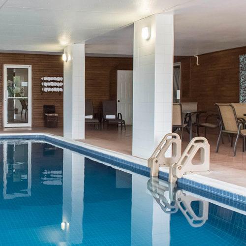 piscine intérieure quality inn, hôtel